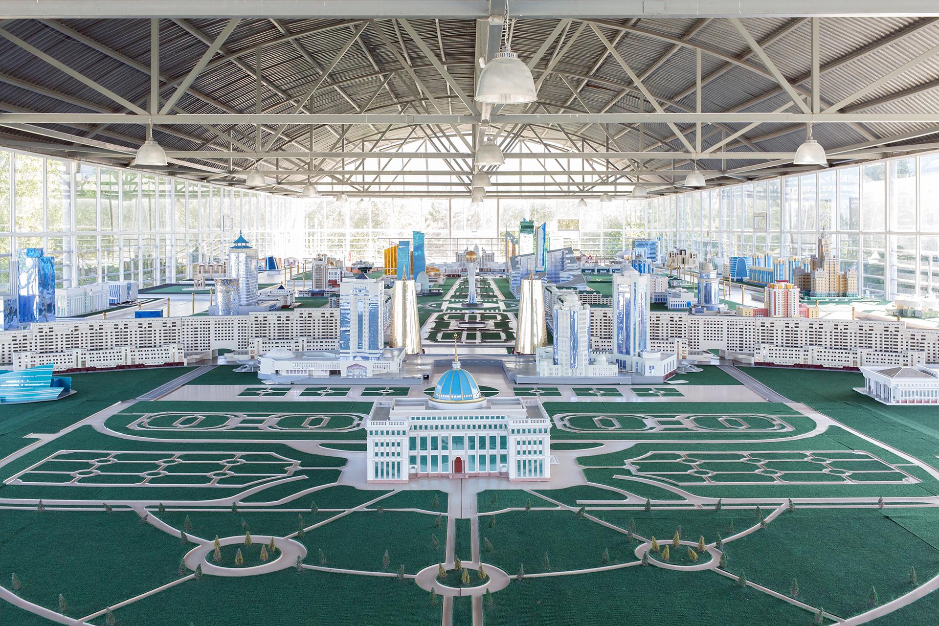 2030: BIRTH OF A METROPOLIS | Filippo Venturi, • Il 6 luglio 2018 il Kazakistan ha festeggiato il 20° anniversario di Astana, la sua capitale. In precedenza era Almaty a godere di questo ruolo ma, nel 1997, il presidente Nursultan Nazarbayev