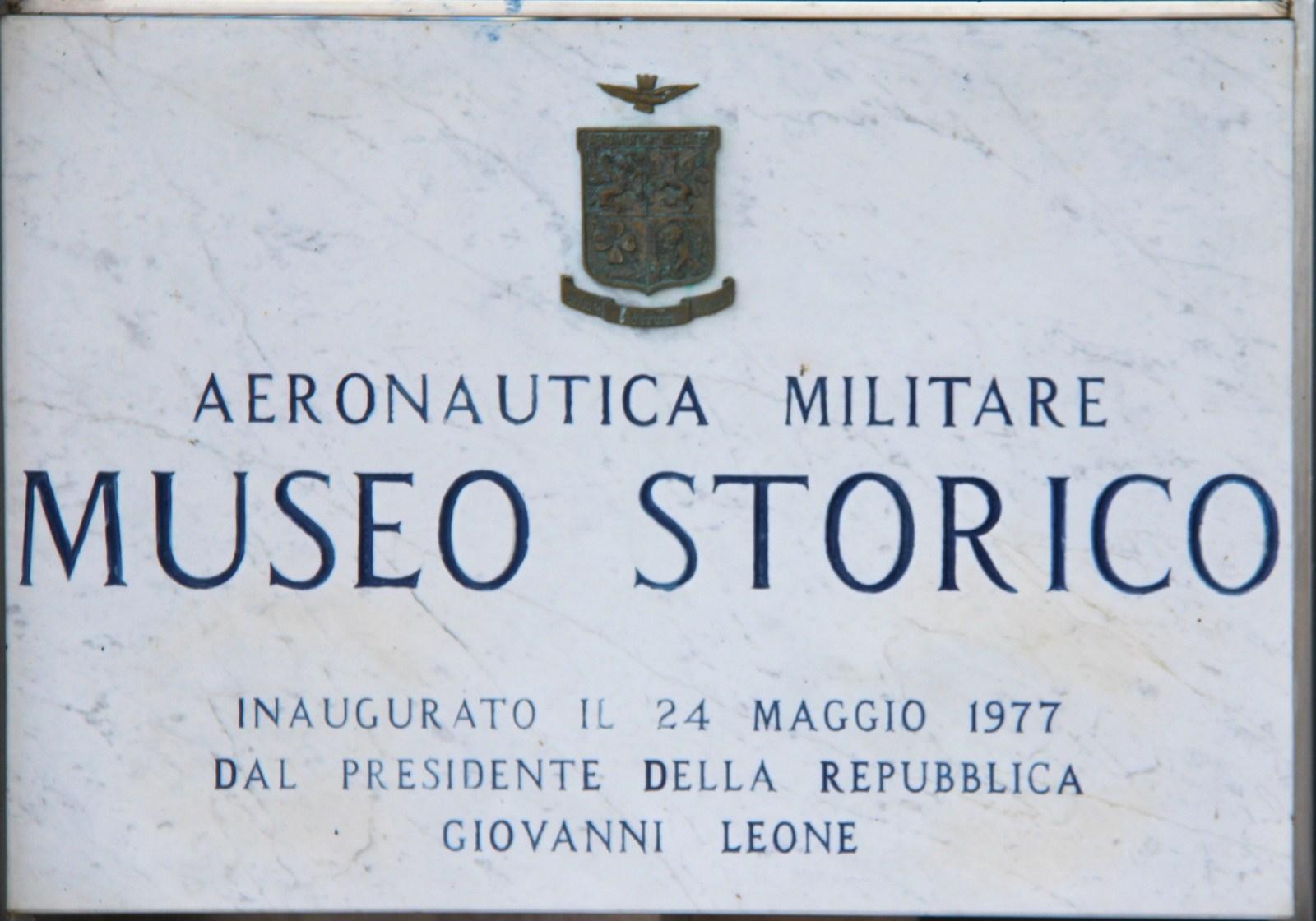 MUSEO STORICO DELL'AERONAUTICA MILITARE - Un giro tra i cimile che hanno segnato la storia della nostra Aeronutica Militare, esposti al museo storico di Vigna di Valle sul lago di Bracciano.