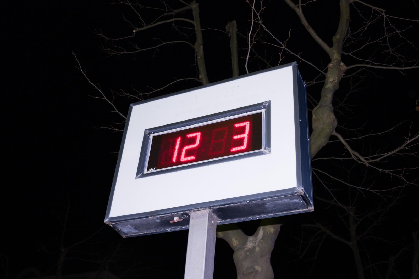 L'ora d'aria, Paduli BN, marzo 2020. © Salvatore Picciuto.