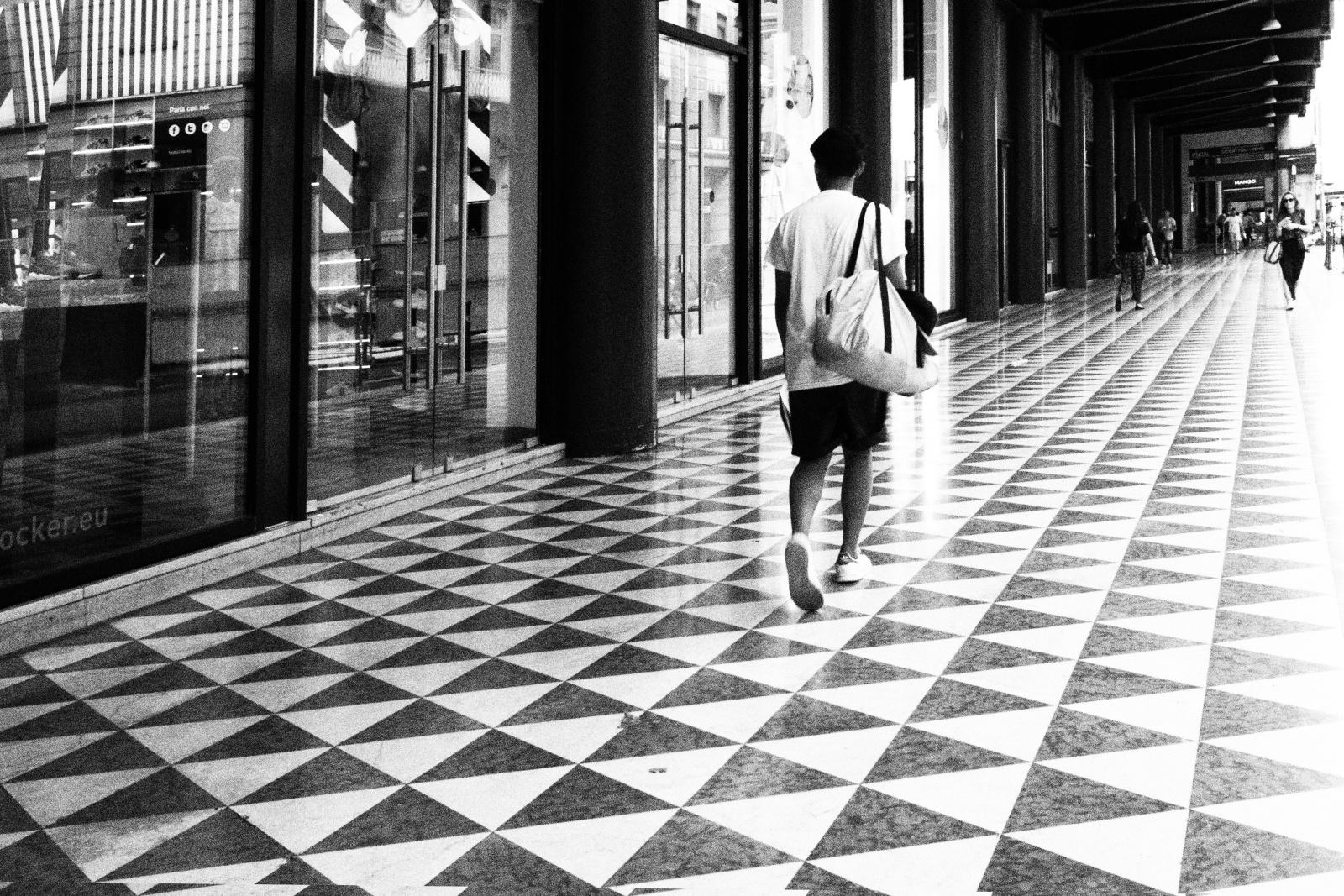 Corso Vittorio Emanuele, Milano, giugno 2016. © Alessandro Rizzitano.