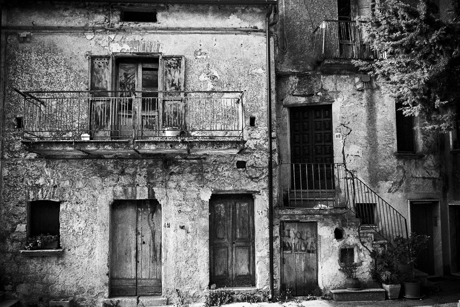 Una delle ultime vecchie abitazioni lungo il viale Principe di Napoli. © Valentino Petrosino.