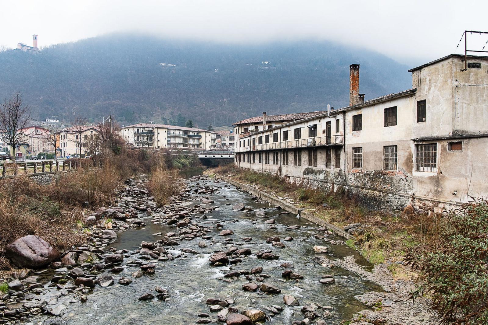 La fabbrica d'armi Beretta di Gardone Val Trompia che risale al 1526. Qui si producono circa 1500 armi al giorno. Febbraio 2018, Val Trompia, Italia. © Simone Tramonte.