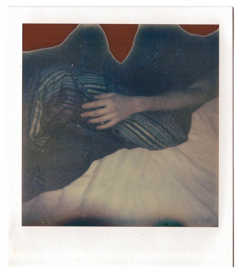 Polaroid di una persona che riposa, Milano, 2010. © Anna Pizzoccaro.
