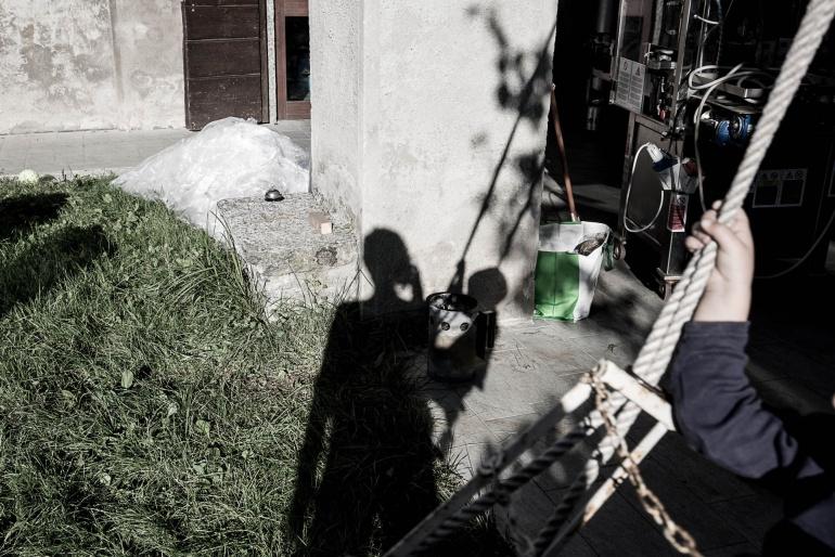 L'ombra mia e di mio figlio nel nostro giardino, Italia, 2017. © Anna Pizzoccaro.