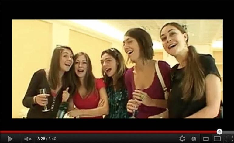 Io e le mie sorelle durante una festa che ricordiamo, frame da video pubblico Youtube, Italia, 2002?. © Anna Pizzoccaro.     vai su FPmag rivista di cultura dell'immagine
